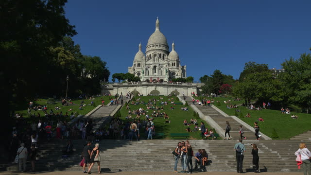 sacre coeur basilica on montmartre, paris, france, europe - basilique du sacre coeur montmartre stock videos & royalty-free footage