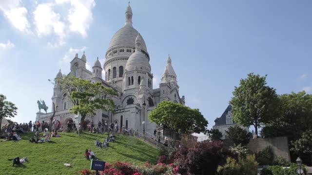 sacre coeur, montmartre, paris, france, europe - basilique du sacre coeur montmartre stock videos and b-roll footage
