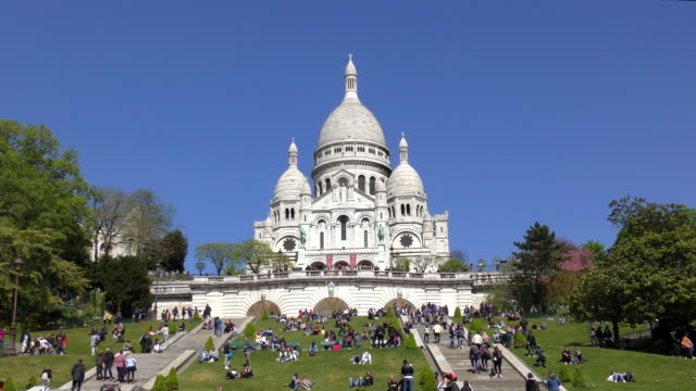 sacre coeur - paris, france - basilica video stock e b–roll