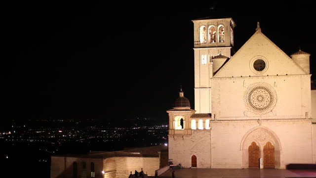 ws sacro convento saint francis upper basilica at night / assisi, umbria, italy - franziskus kirche stock-videos und b-roll-filmmaterial