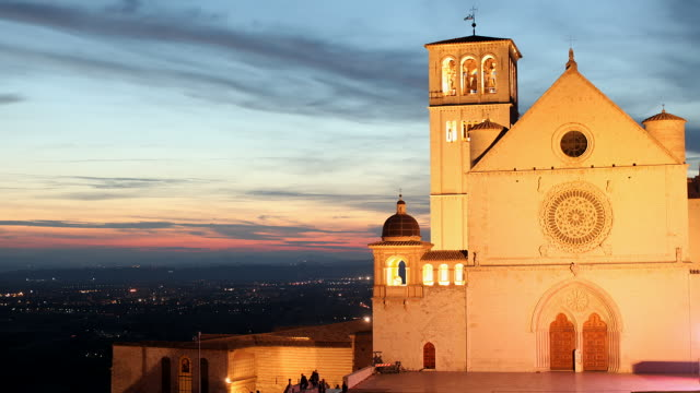 ws t/l of sacro convento saint francis upper basilica at sunset / assisi, umbria, italy - franziskus kirche stock-videos und b-roll-filmmaterial