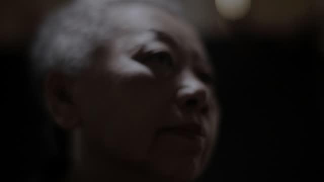 stockvideo's en b-roll-footage met droevige herinneringen - schizofrenie