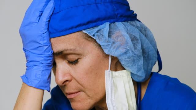 vídeos de stock e filmes b-roll de sad, sick, overworked, female health care worker - enfermeira