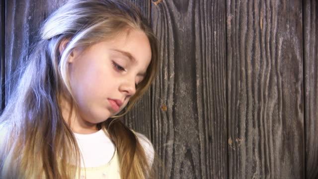 vídeos de stock e filmes b-roll de triste - só uma rapariga