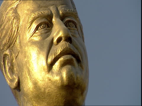 saddam hussein golden statue against blue sky / baghdad iraq - dictator stock videos & royalty-free footage