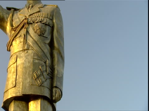 saddam hussein golden statue against blue sky / baghdad, iraq - male likeness stock videos & royalty-free footage
