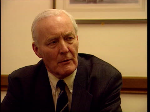 vídeos de stock, filmes e b-roll de profile itn england london westminster tony benn mp intvw he is brutal dictator/ had interesting discussion with him/ he is clever courteous/ at one... - tony benn