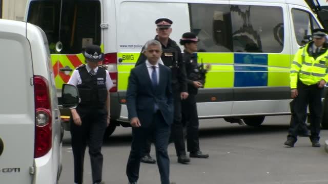 sadiq khan and metropolitan police commissioner cressida dick at the scene of the london bridge and borough market terror attacks - überfahren stock-videos und b-roll-filmmaterial