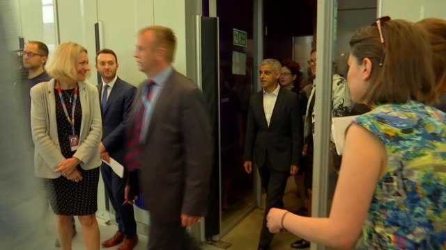 sadiq khan at london tech week and interview england london king's cross francis crick institute photography*** sadiq khan arriving / along meeting... - francis crick stock videos & royalty-free footage
