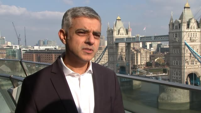 vídeos de stock e filmes b-roll de sadiq khan defends his record on knife crime / reaction to recent stabbings in london; city hall: sadiq khan interview sot - i'm terribly sad for the... - kentish town