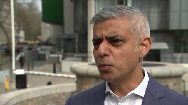 london westminster qeii centre ext sadiq khan interview sot - エリザベス2世女王コンフェレンスセンター点の映像素材/bロール