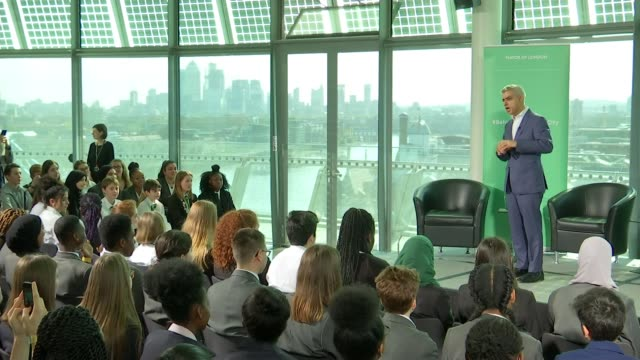 Sadiq Khan Justin Trudeau and Jacinda Ardern discuss gender pay gap at City Hall ENGLAND London City Hall INT Girl writing on paper PHOTOGRAPHY***...