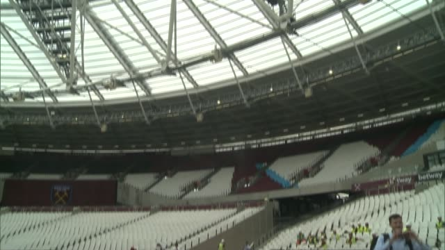 sadiq khan orders investigation into olympic stadium costs england london stratford queen elizabeth olympic park ext general view london stadium with... - ウェストハム・ユナイテッドfc点の映像素材/bロール