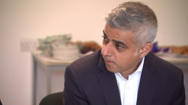 sadiq khan pleads for more government support to tackle london's housing crisis england london camden int various shots of sadiq khan sitting... - itv london lunchtime news点の映像素材/bロール