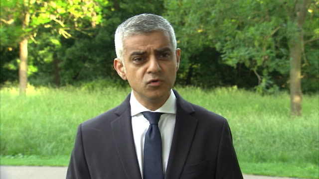 sadiq khan saying he is appalled and furious at the cowardly terrorists responsible for the london bridge terror attack and that the city will not... - überfahren stock-videos und b-roll-filmmaterial