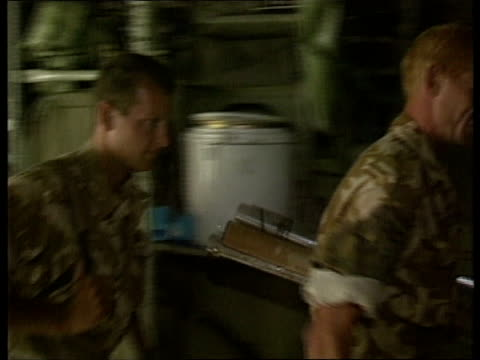 vidéos et rushes de safe havens allied withdrawal n iraq ms hercules transporter plane landing lr 'kurdistan' safe havens ms columns of british royal marine commandos... - marine