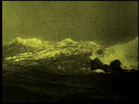safety at sea - 1 of 17 - この撮影のクリップをもっと見る 2252点の映像素材/bロール