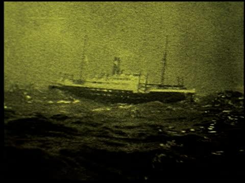 safety at sea - 10 of 17 - この撮影のクリップをもっと見る 2252点の映像素材/bロール
