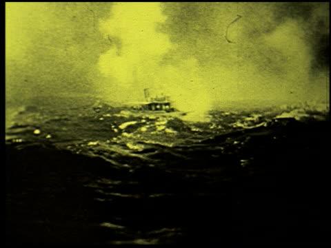 safety at sea - 11 of 17 - この撮影のクリップをもっと見る 2252点の映像素材/bロール