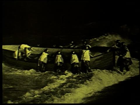 safety at sea - 12 of 17 - この撮影のクリップをもっと見る 2252点の映像素材/bロール
