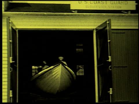 safety at sea - 8 of 17 - この撮影のクリップをもっと見る 2252点の映像素材/bロール