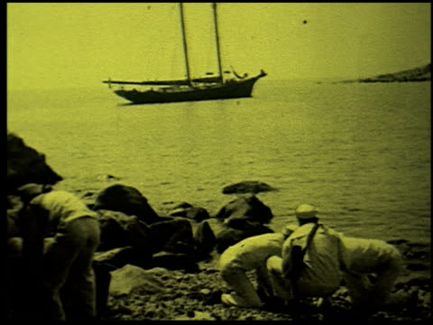 safety at sea - 9 of 17 - この撮影のクリップをもっと見る 2252点の映像素材/bロール
