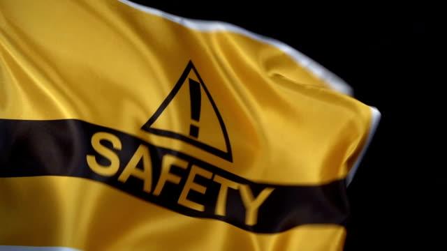 vídeos de stock e filmes b-roll de safety flag waving in dark - ponto de exclamação