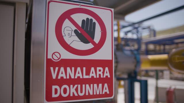 vídeos de stock e filmes b-roll de safety signs - danger, warning and caution labels - don't touch valves - ponto de exclamação