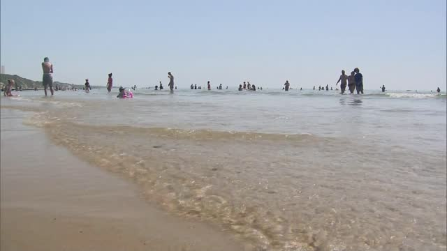 safety warnings issued after at least 25 people drown during uk heatwave; 20.7.2021 england: dorset: bournemouth: ext wide shot of bournemouth pier... - beach stock videos & royalty-free footage