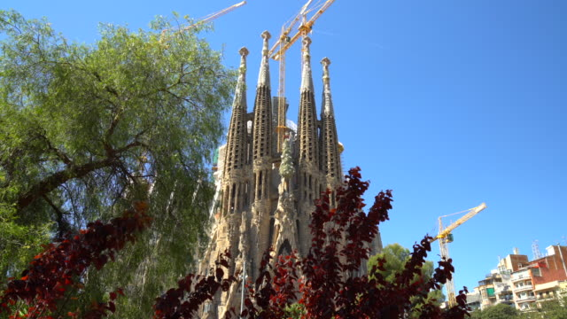sagrada familia in barcelona - sagrada familia stock-videos und b-roll-filmmaterial