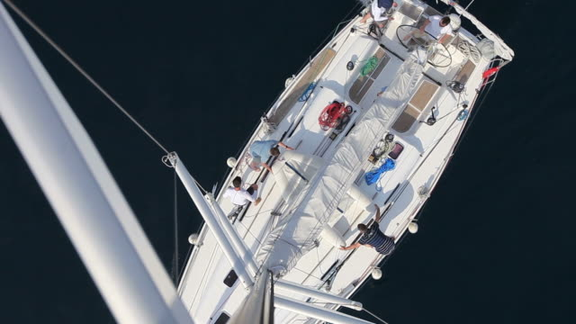 stockvideo's en b-roll-footage met hd: sailboat from top of the mast - jachtvaren