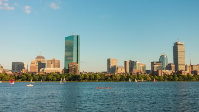 vídeos de stock, filmes e b-roll de veleiro em porto de boston - pano de pó