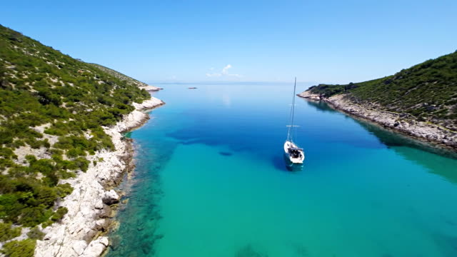 stockvideo's en b-roll-footage met aerial sailboat in the adriatic bay - jachtvaren