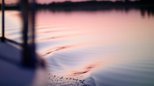 サンセット湖の帆船 - 帆点の映像素材/bロール