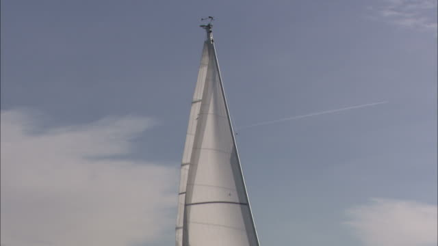 ms zo sailboat on water/ slovenia - 帆点の映像素材/bロール