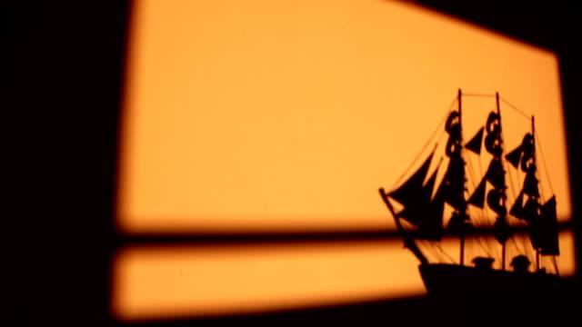 vídeos de stock e filmes b-roll de veleiro vela - fantoche