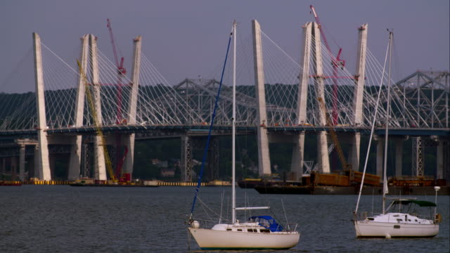sailboats anchored in front of the tappan zee bridge over the hudson river. - anchored stock videos & royalty-free footage