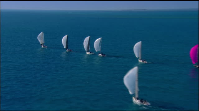 vidéos et rushes de low aerial, sailboats in ocean, key west, florida, usa - voilier