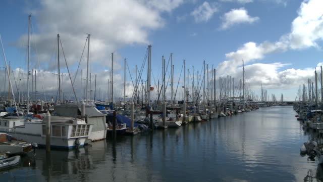 vídeos y material grabado en eventos de stock de sailboats moor at marina in santa barbara - santa bárbara
