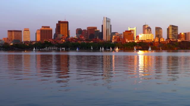 vídeos y material grabado en eventos de stock de veleros en el río charles en boston - río charles