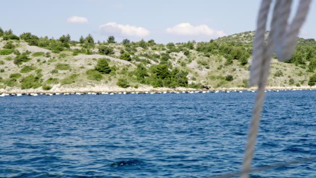 WS zeilen langs de kust van het eiland