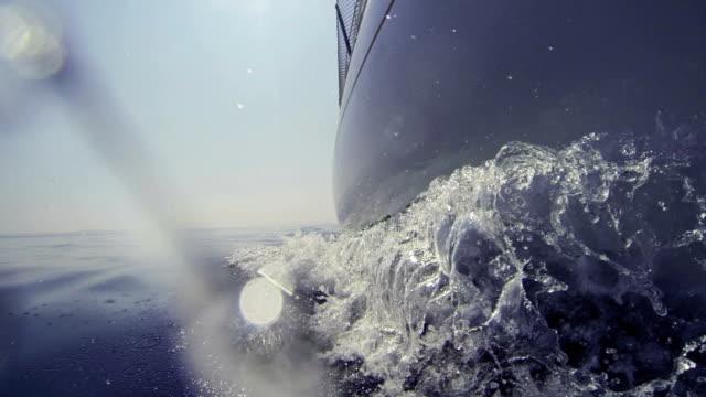 vídeos y material grabado en eventos de stock de cruceros en embarcación bow - casco herramientas profesionales
