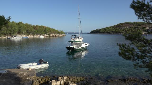 vídeos y material grabado en eventos de stock de sailing boat in a bay - cultura croata