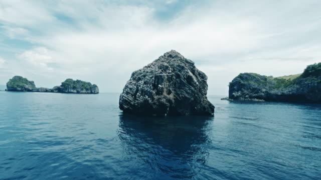 segling båtresa på ko haa andaman sea thailand - andamansjön bildbanksvideor och videomaterial från bakom kulisserna