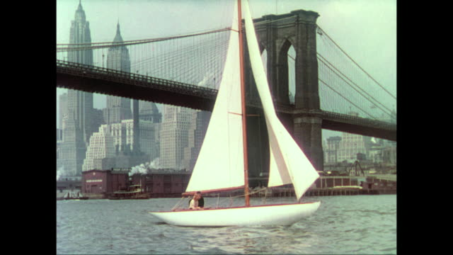 1937 sailing easily around new york harbor, a couple (carole lombard and fredric march) discuss love, marriage and journalism - brooklyn bridge stock videos & royalty-free footage