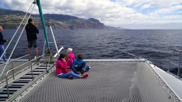 sailing in cabo girao - atlantikinseln stock-videos und b-roll-filmmaterial