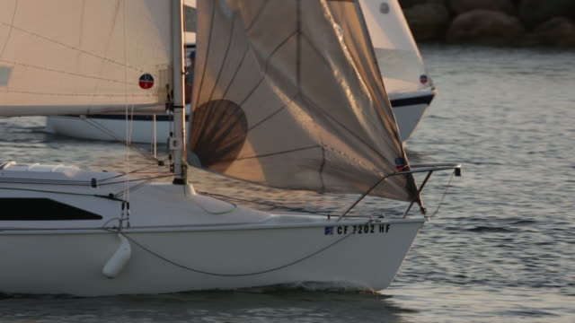 sailing king harbor redondo beach california - segeln stock-videos und b-roll-filmmaterial