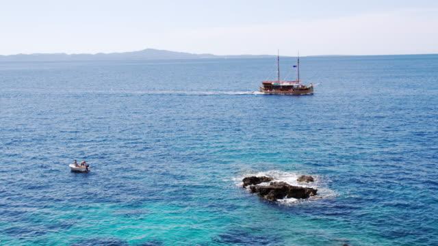 ls セーリング付近の沿岸 - nautical vessel点の映像素材/bロール