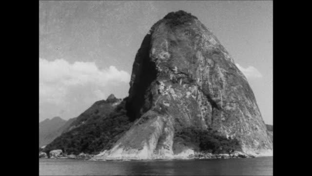 vídeos de stock, filmes e b-roll de sailing past sugarloaf mountain, rio de janeiro, brazil - 1930