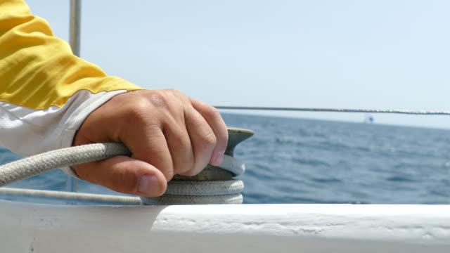 vidéos et rushes de course à la voile en haute mer - voile de bateau